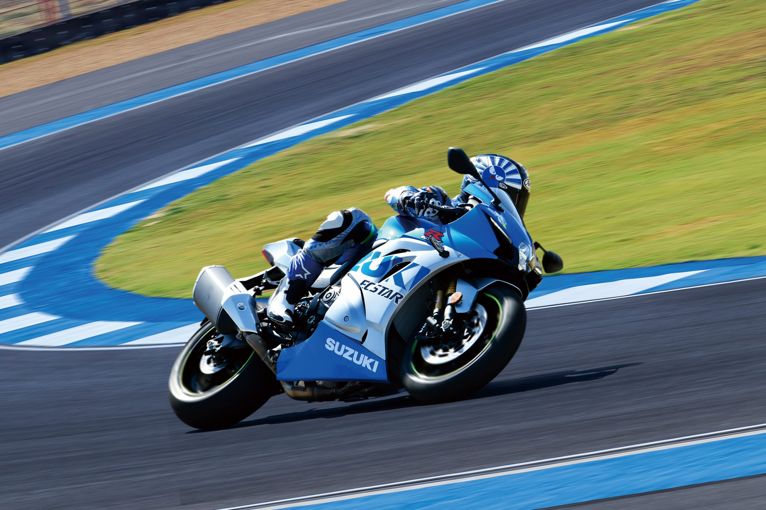 GSX-R1000RZAM1_action08-scaled